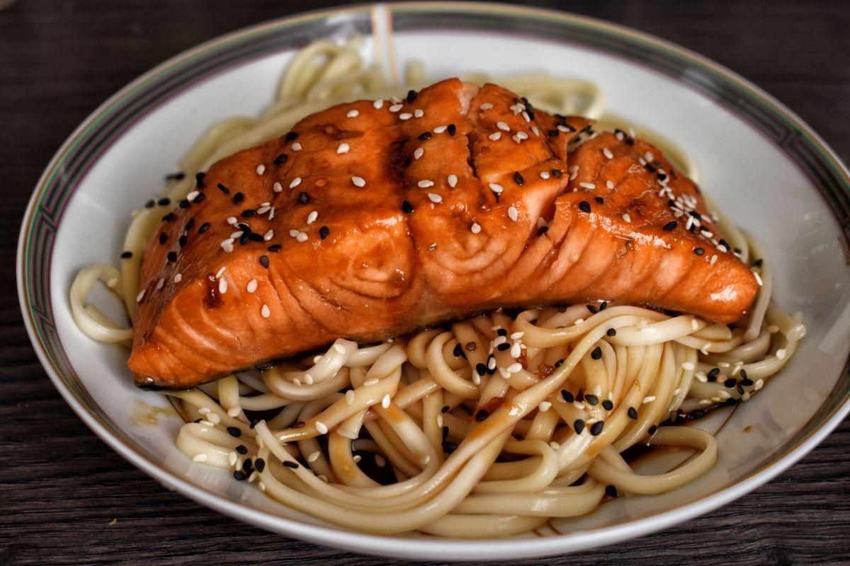 Saumon Teriyaki au sésame et nouilles udon